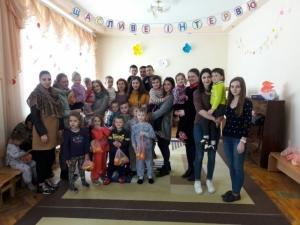 Студенти-фармацевти БДМУ привітали діток з Великоднем