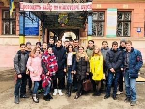 Студенти БДМУ провели просвітницьку акцію до Міжнародного дня боротьби зі СНІДом