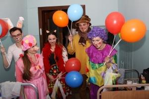 Студенти БДМУ відвідали з театралізованим дійством пацієнтів дитячої лікарні