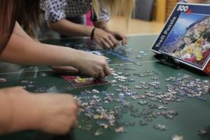 Студенти провели благодійні змагання зі складання пазлів