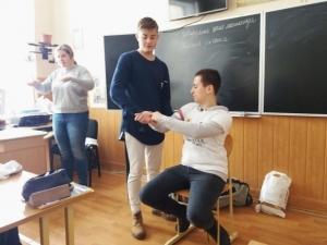 Студенти розповіли школярам про надання першої долікарської допомоги