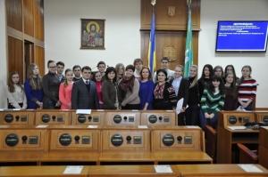 """Засідання """"Школи лідерів"""" БДМУ у Чернівецькій обласній раді"""