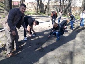 Студенти і викладачі долучилися до акції «Зробимо Україну чистою»