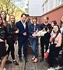 Студенти БДМУ пропонували чернівчанам обміняти цигарку на цукерку